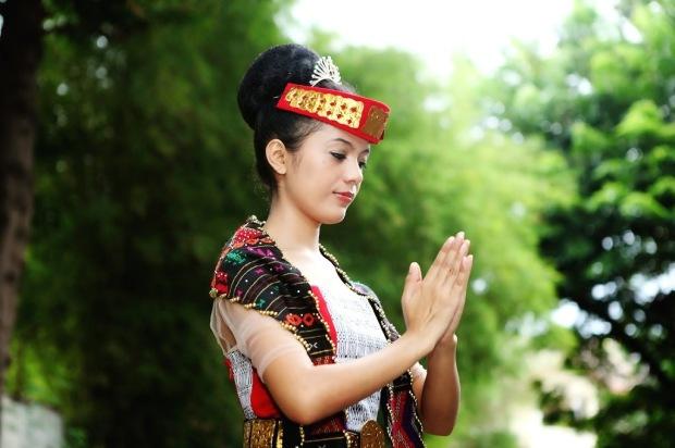 Bahasa Bangsa - Mohammad Yamin - Foto Gadis Batak Cantik
