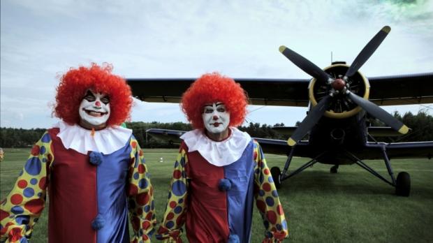 Sajak Pesawat dan Badut - Norman Adi Satria