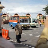 Naik Bus di Jakarta - Puisi Joko Pinurbo